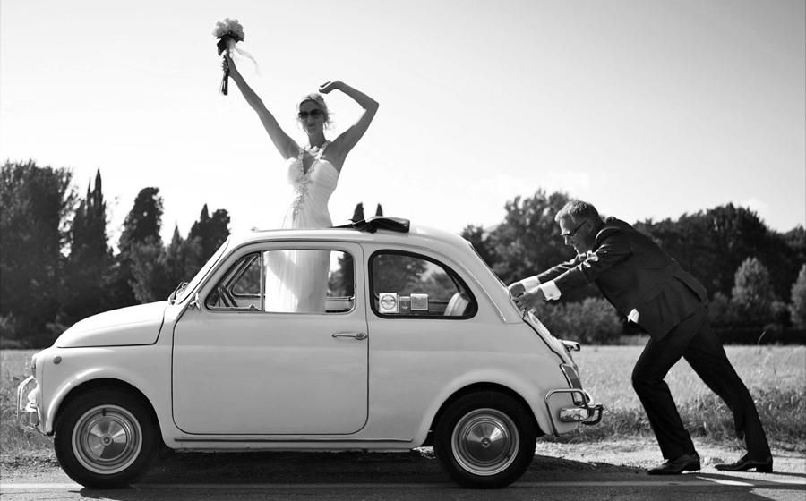 In An Old Fiat 500 Met Afbeeldingen Bruiloftfotografie
