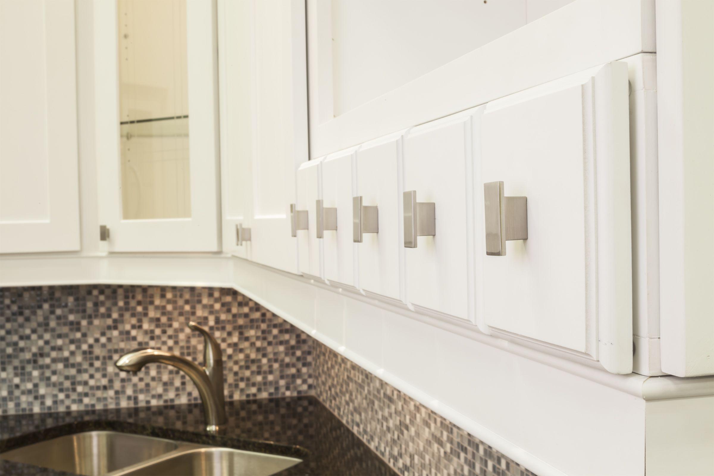 mirada cabinet knobs from jeffrey alexander by hardware resources 81021sn shown in use - Jeffrey Alexander Hardware
