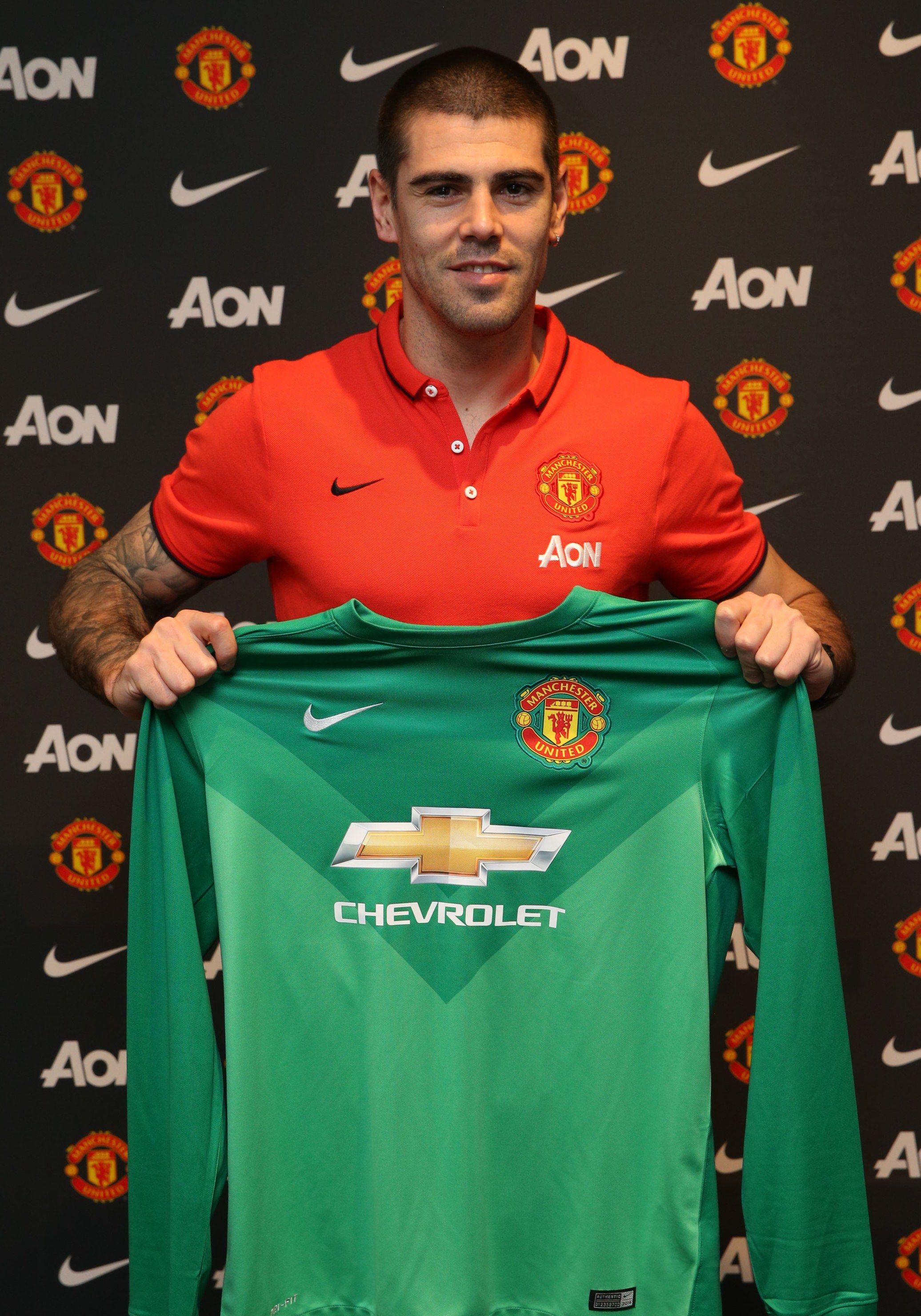 Manchester United Sign Victor Valdes Official Manutd Website Manchester United Players Manchester United Shirt Manchester United