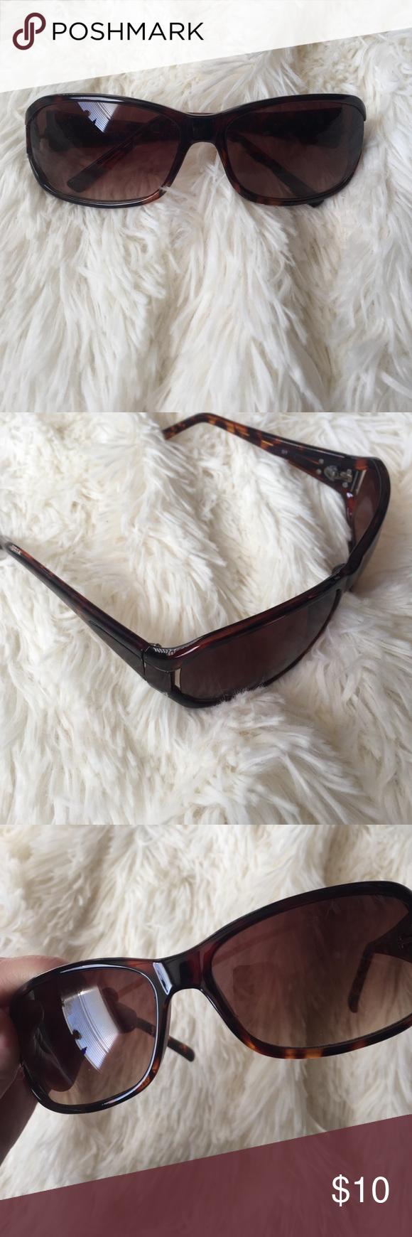 Dana Buchman Tortoise Shell Sunglasses Super cute, very light scratching on the lenses, but still in good condition! No trades! Dana Buchman Accessories Sunglasses