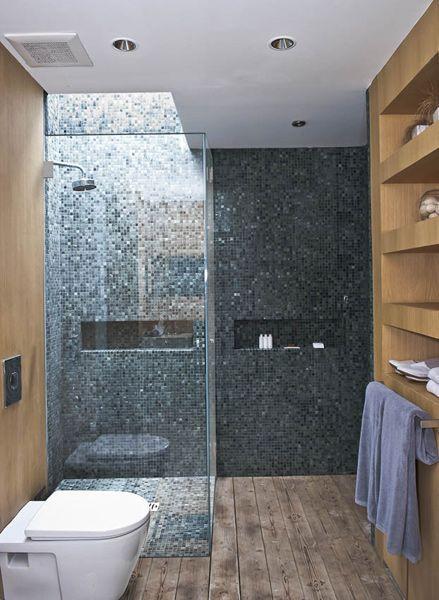Ebenerdige Eckduschkabine mit Glastür und Mosaikfliesen Haus - glastür für badezimmer