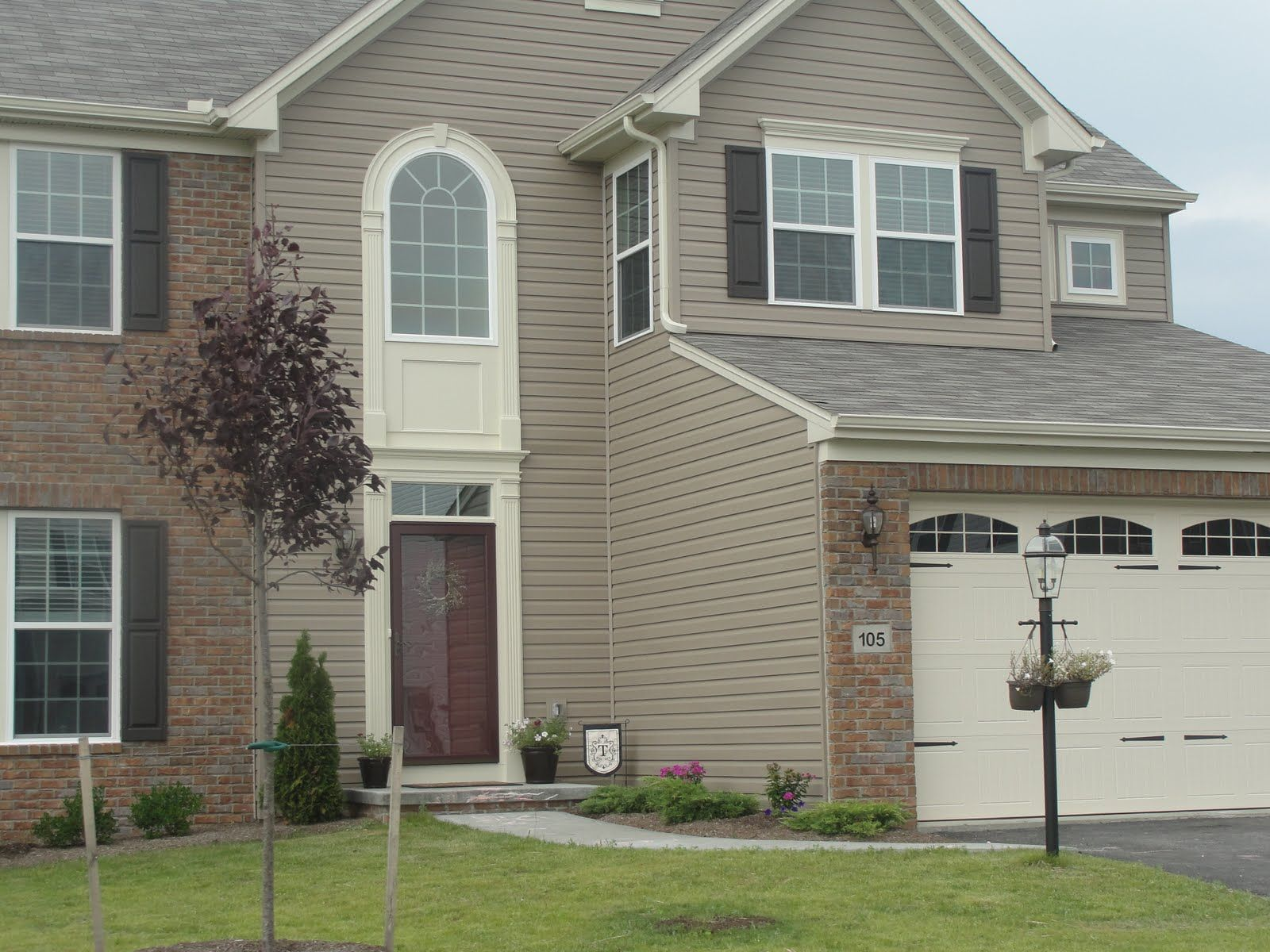 Stone Mountain Clay Siding Bone White Trim And Red Door This Is What We Are Leaning Towards