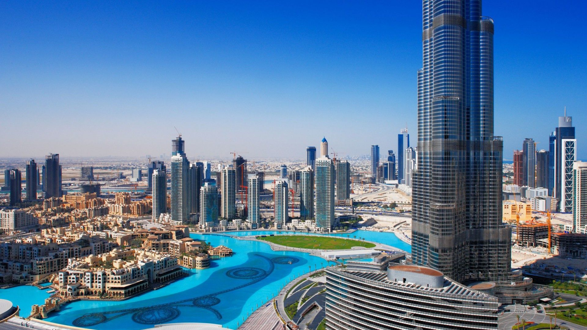 dubai is famous for tourist destination such as palm island