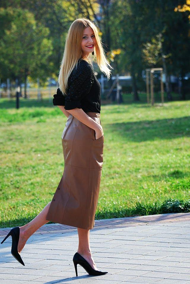 b3922a1845 Vivienn Nagy - Vintage Leather Midi Skirt, Vintage Shirt, Vintage Pumps -  Vintage | LOOKBOOK
