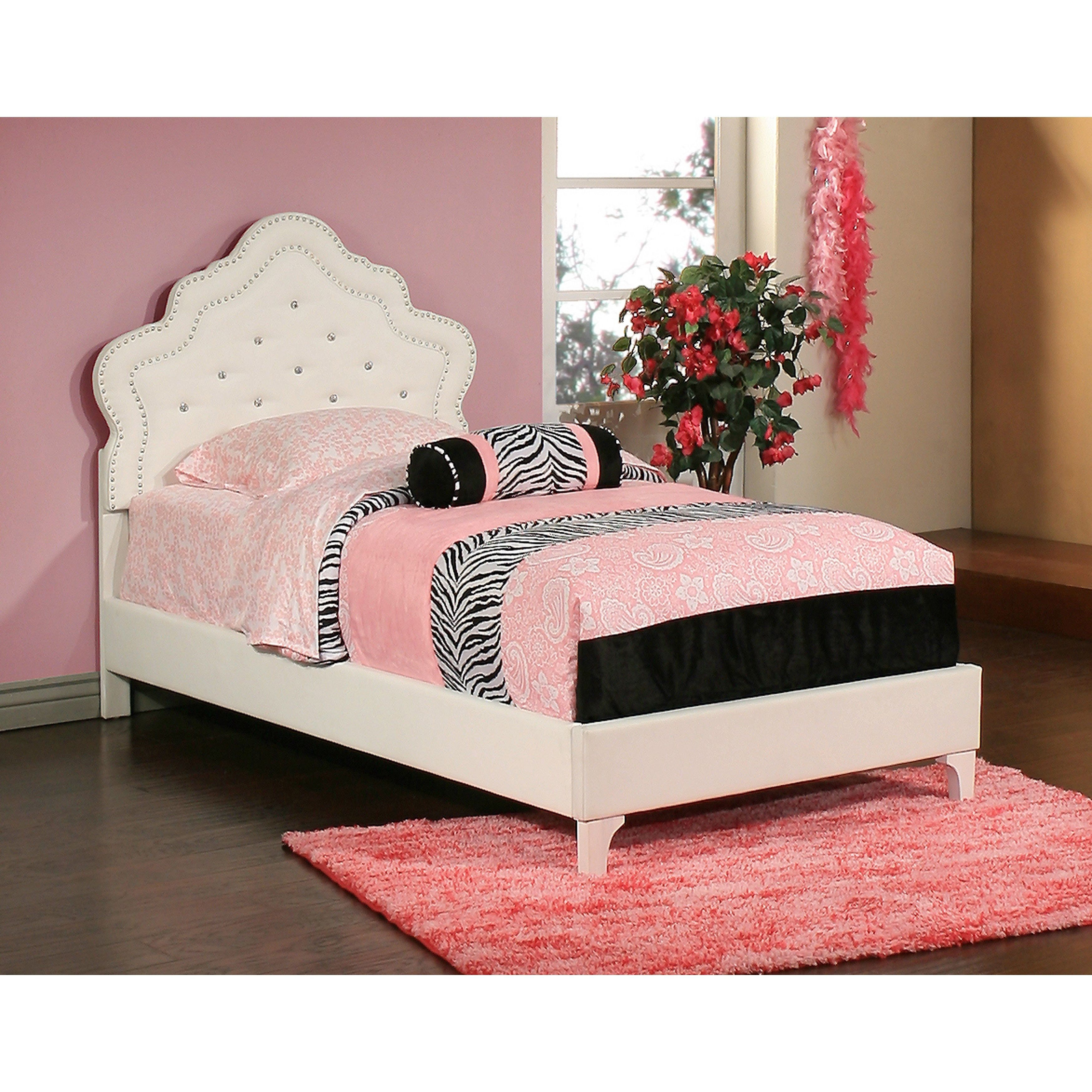 The Sabrina Bedroom Set Offers An Upholstered Princess Bed. The Upholstered  Princess Bed Features Diamond