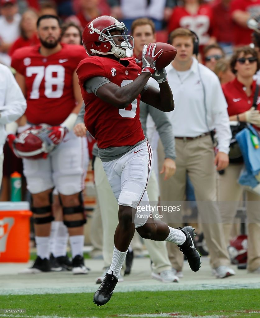 News Photo Calvin Ridley Of The Alabama Crimson Tide Pulls Alabama Crimson Tide Bama Football Alabama Football