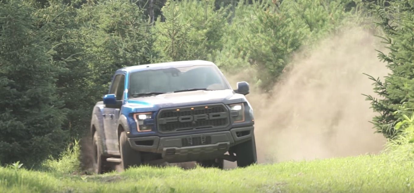Watch The 2017 F 150 Ford Raptor S Suspension Hard At Work While Off Roading With Images Ford Offroad Super Cars