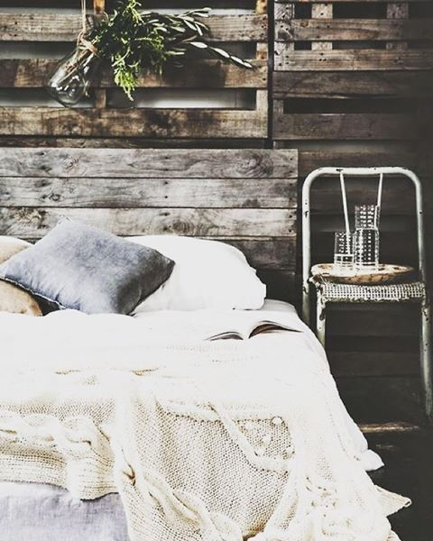 Que día más raro.....estaríamos todo el día en esta cama soñando. #siesta#campestre #design #deco #mallorca #interiorismo#interiordesign #campo#fresco