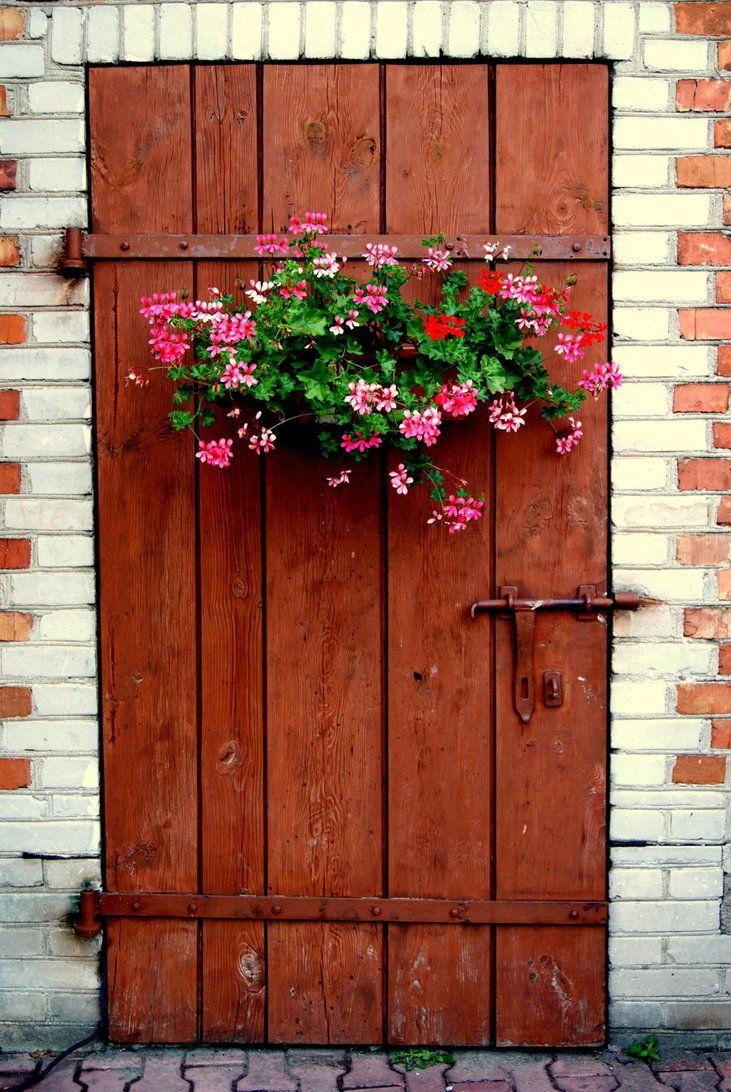 Beautiful Door The Flowers Are A Nice Welcoming Touch Doors Old Doors Cool Doors