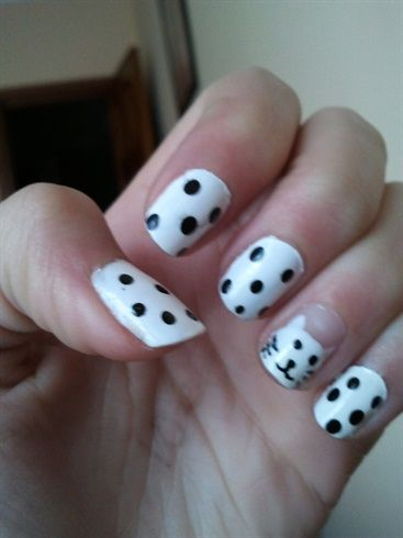 Dots white kitty - Nail Art Gallery by nailsmag.com