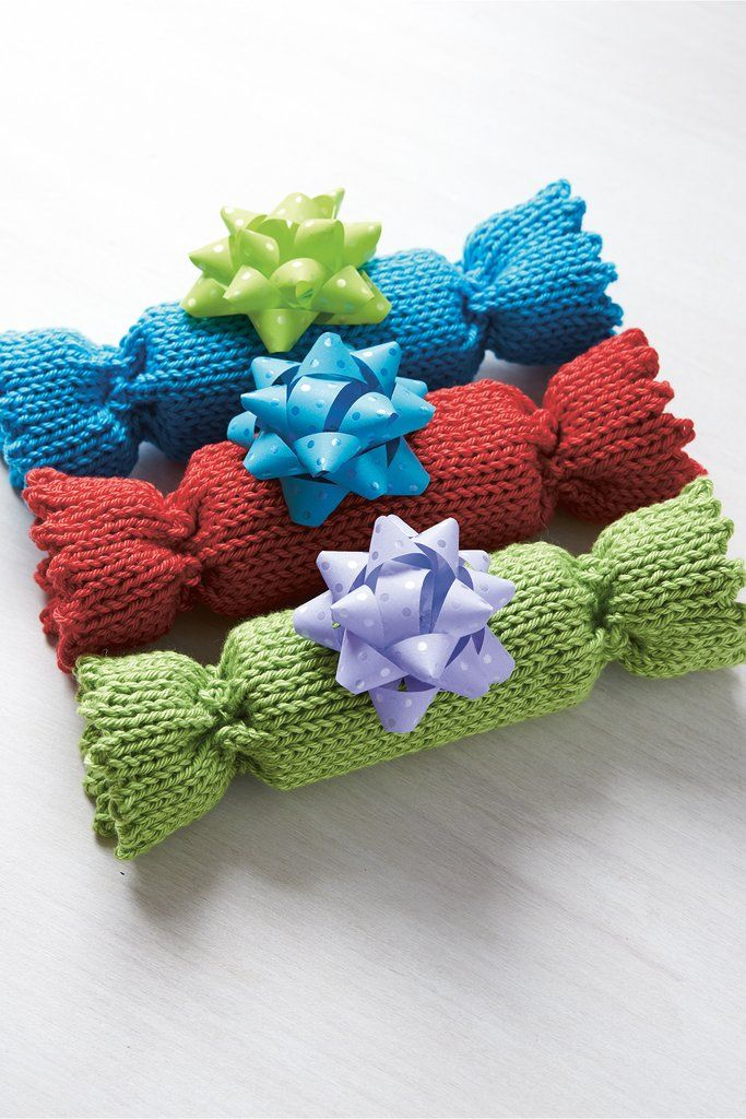 Christmas Crackers Knitting Pattern   Knitted christmas ...