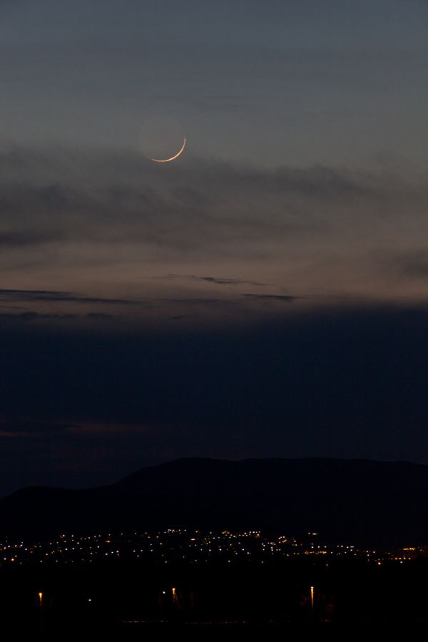 33-hour-old crescent Moon II.