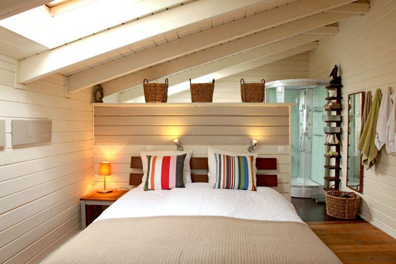 une salle de bains bien intégrée | Bedrooms | Pinterest | Lambris ...
