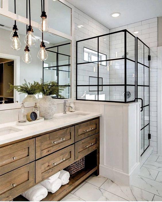 Industrial and modern farmhouse vibes for this bathroom.  #lightingdesign #lighting #whitebathroom #industrial - #bathroom #farmhouse #industrial #lighting #lightingdesign #modern #vibes - #DecorationBathroom #Beleuchtung industrie