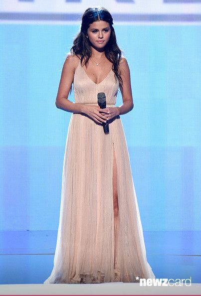 Selena Gomez Chooses The Elegance Signed Giorgio Armani To Shine In Los Angeles