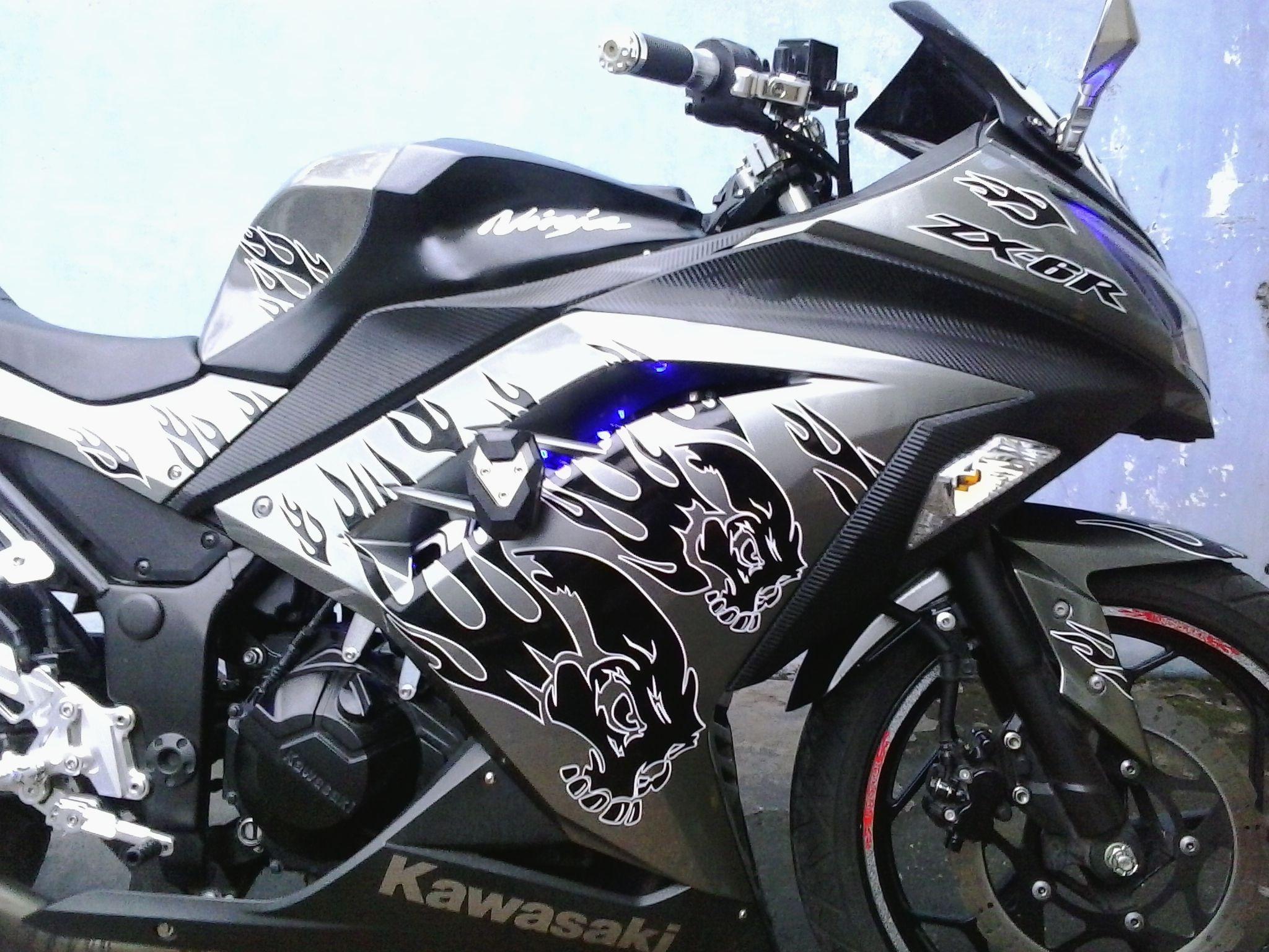 Design sticker ninja 250 - Kawasaki Ninja 250 F1 Black Skull Flame