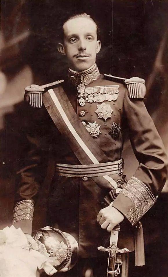 Alfonso XIII | Victorian dress, Fashion, Dresses