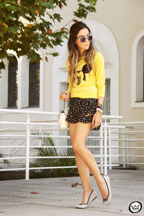 http://fashioncoolture.com.br/2014/02/12/look-du-jour-everybody-loves-mickey/