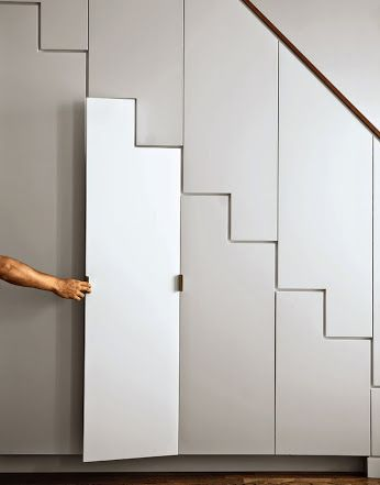Une fermeture sous un escalier, en porte de placard Inspirations - porte de placard sous escalier