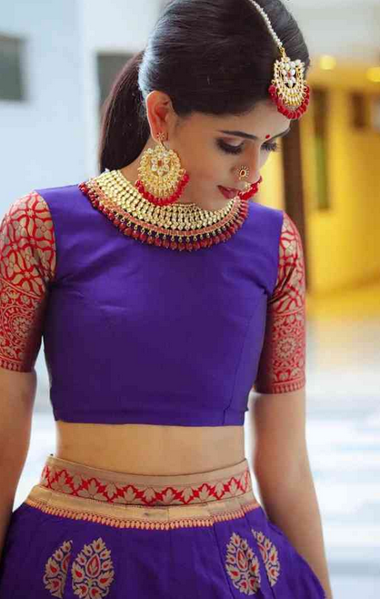 Easy Hairstyle With Lehenga In 2020 Easy Hairstyles Lehenga Hairstyles Best Makeup Products