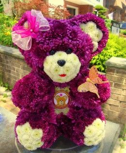 Mollie Blooming - Bear made of flowers.
