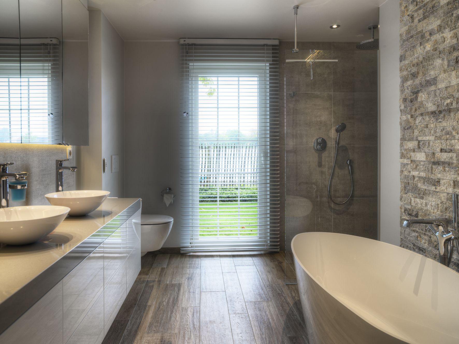 Afwerking badkamer in composiet | Badkamer sfeerbeelden | Pinterest ...
