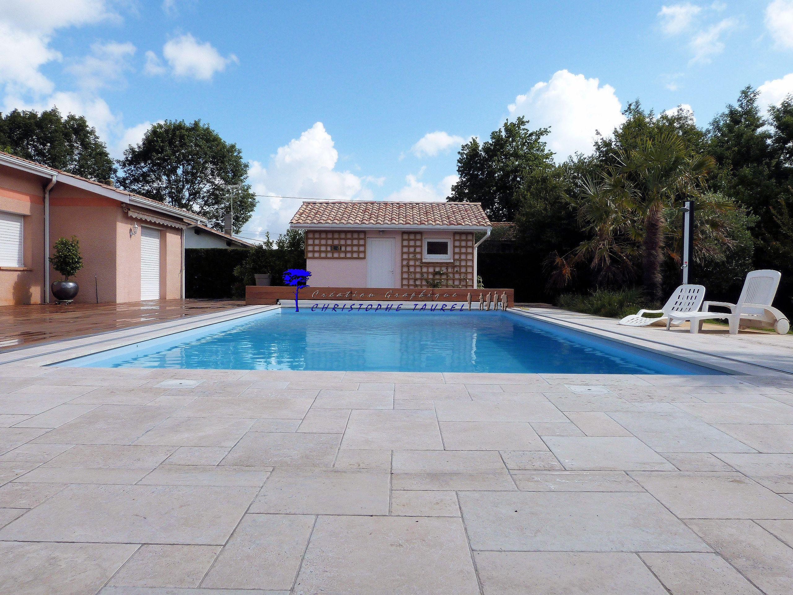 carrelage terrasse piscine local technique et treillage en bois