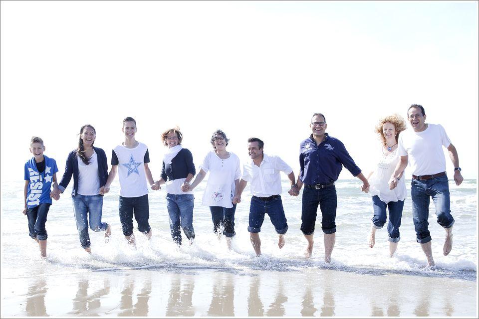 Familiereportage op het strand in Zeeland  Caroline de