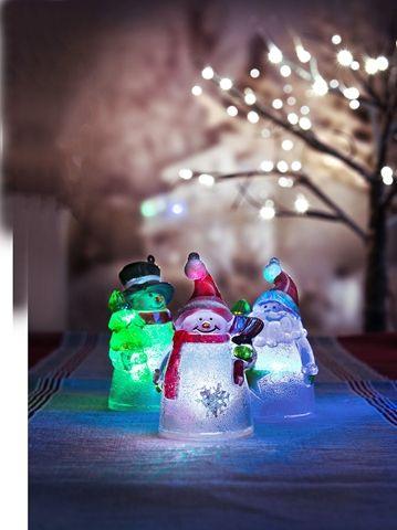 Julfigur tomte eller snögubbe. Dekorationsbelysning med LED-lampa som skiftar färg. Batteridriven julbelysning som finns i flera modeller. Artnr 3501916
