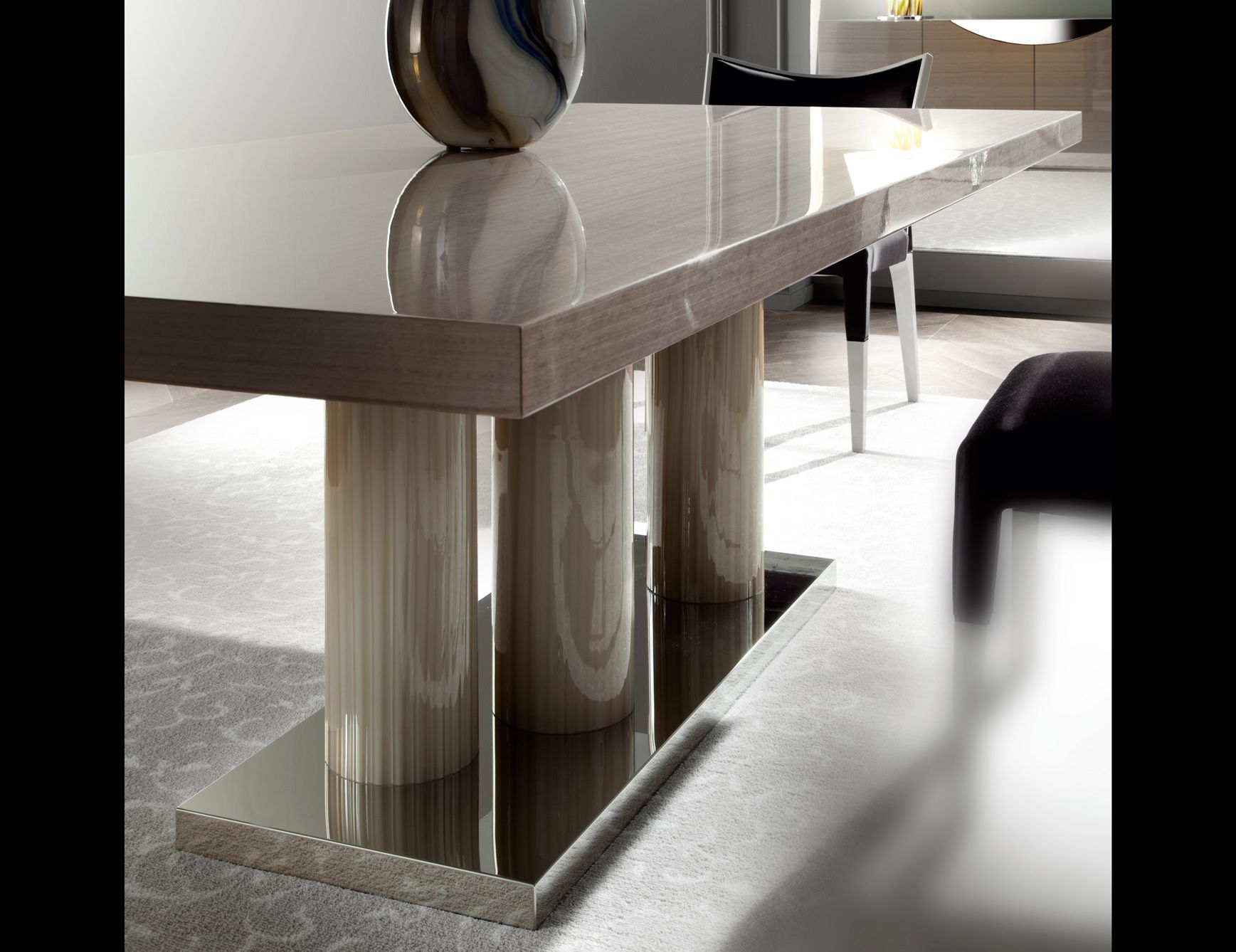 Fenice 9257t Italian Designer Dining Table Handmade And Shown In Wood Finishes Are Available In Walnut Wood Dining Table Luxury Italian Furniture Dining Table