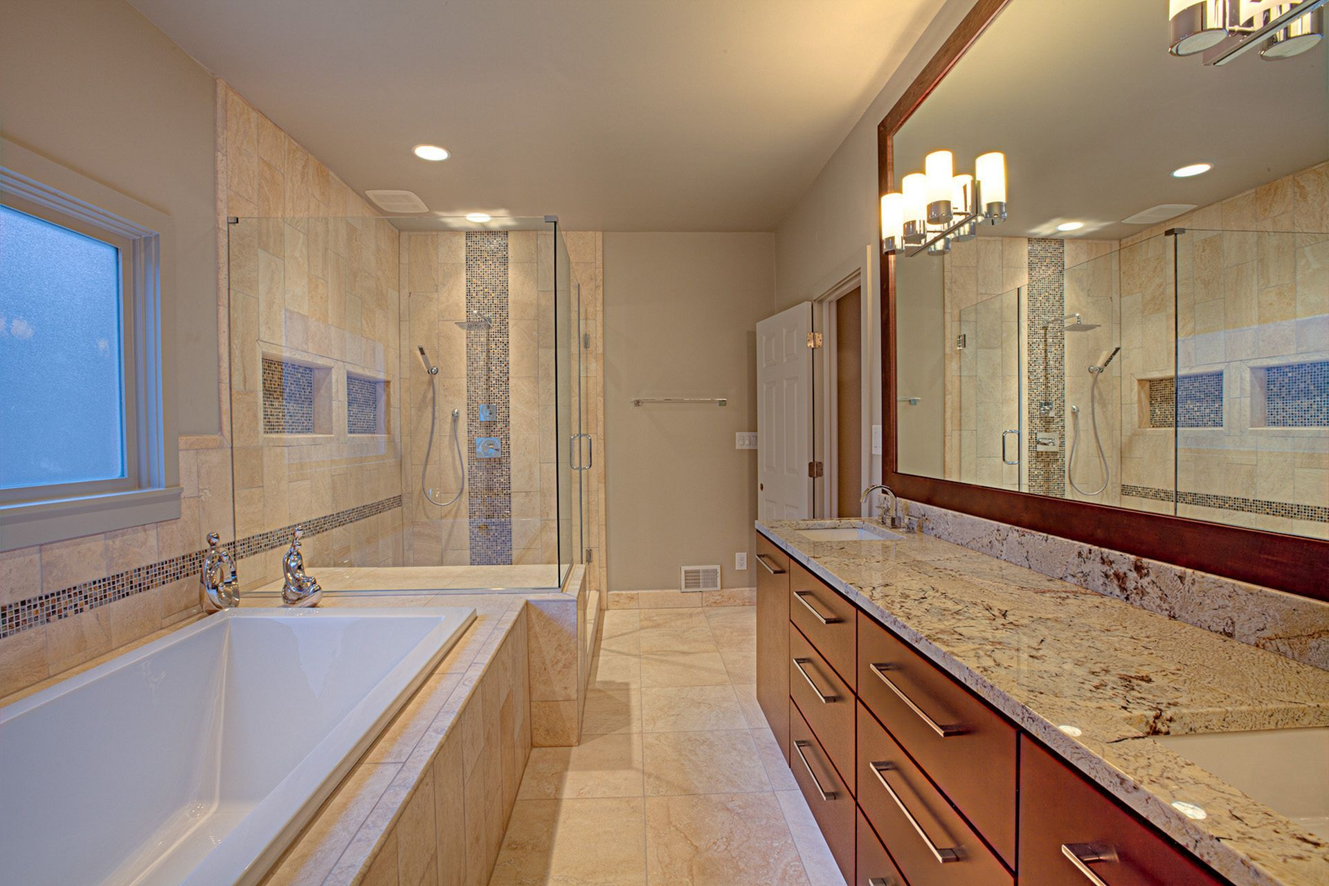 Majestic 22 Marvelous Master Bathroom Remodel Ideas For Your Big Home Https Usd Modern Master Bathroom Design Bathroom Remodel Master Bathroom Remodel Photos