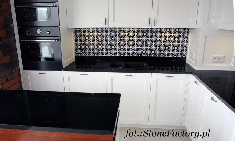 Biala Kuchnia Czarny Blat Szukaj W Google Kitchen Cabinets Home Decor Home