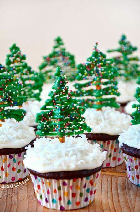 Christmas tree cupcakes Absolutely adorable and super easy to make