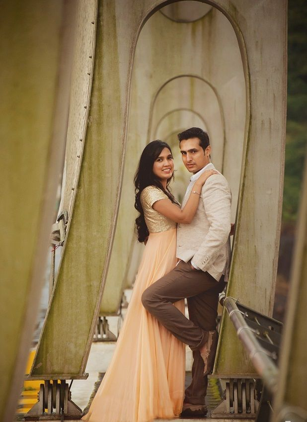 Wol India S Most Popular Real Weddings Of 2014 Wedding Photoshoot Poses Prewedding Photography Pre Wedding Photoshoot