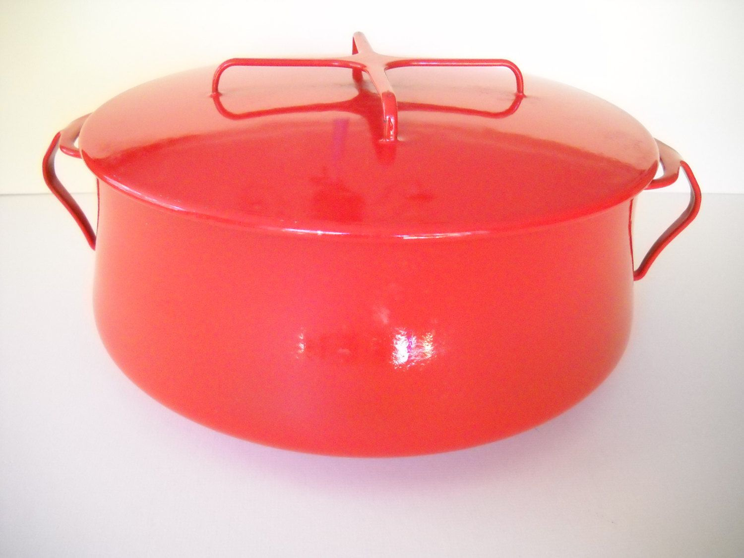 Dansk Large 12 Red Enamel Stock Pot Dutch Oven 8 Qt By Modernaire On Etsy Vintage Cookware Dansk Enamel Cookware