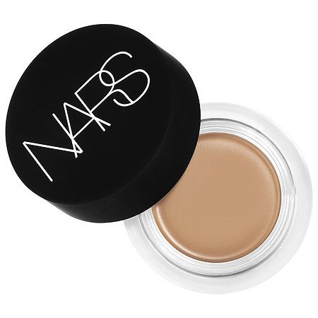 Shop NARS' Soft Matte Complete Concealer at Sephora. It blurs as it conceals, smoothing the look of skin with a soft-matte, natural-looking finish.