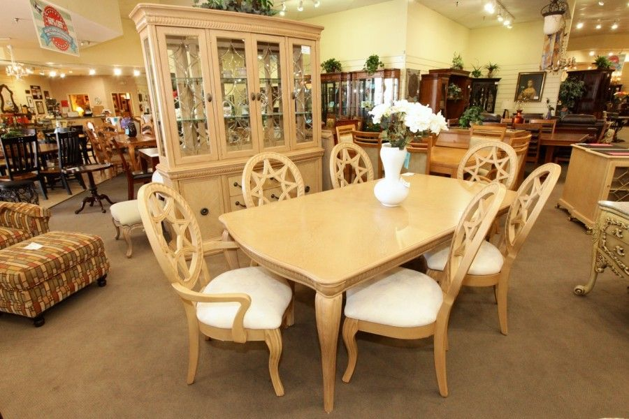 Light Wood Dining Table W 6 Chairs And Matching Buffet Hutch