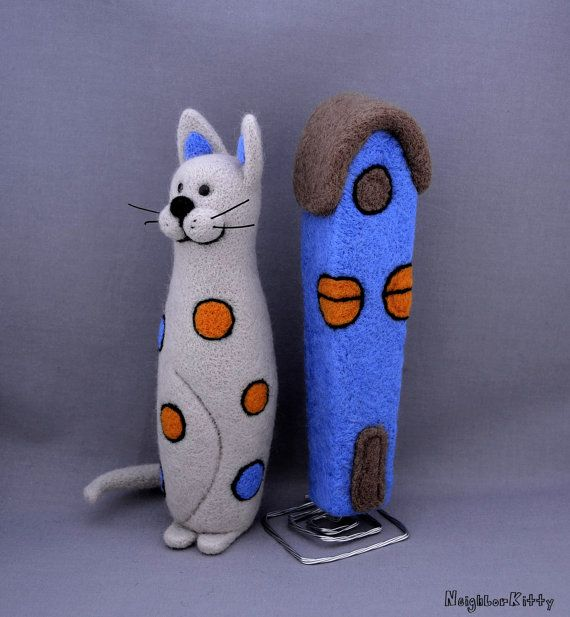 SALE 20% OFF - Light grey needle felted cat and the house - Needle felted animal - Cat miniature -  Soft sculpture - Fiber art.