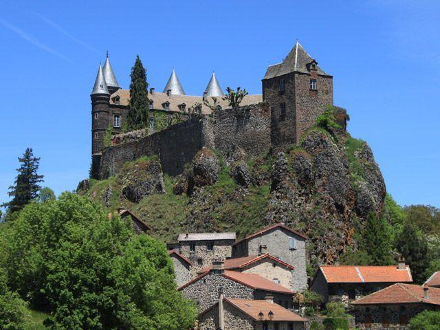Château de Sailhant situé sur la commune d'Andelat, Auvergne, France.