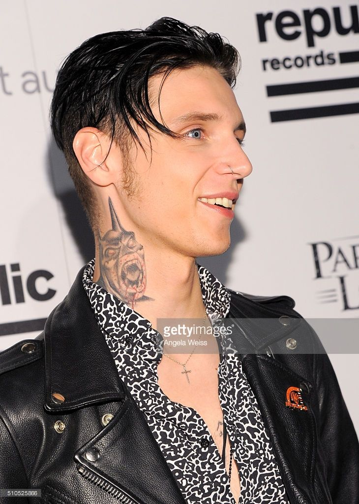 andy biersack 3 selectivelybandsocial andy biersack at the 2016