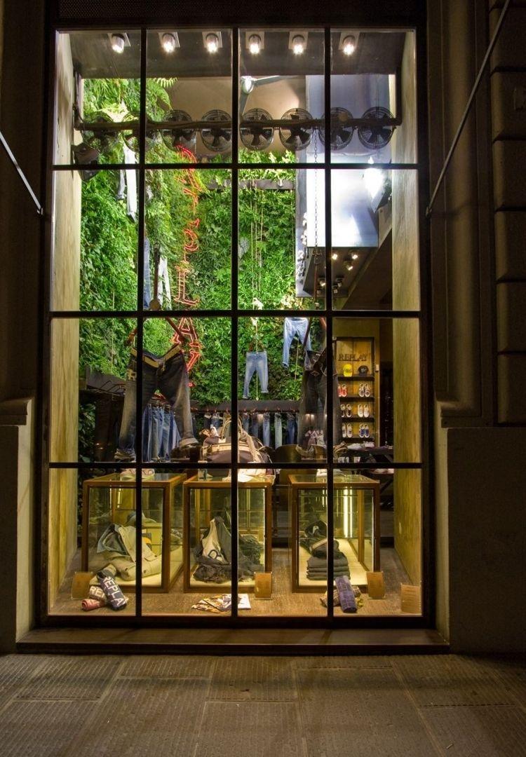 Vertikaler Garten Wird In Szene Gesetzt Als Platzsparende Variante Für  Indoor Und Outdoor Bereiche, Besonders Geeignet Ist Er Für Stadtwohnungen.  Moderne