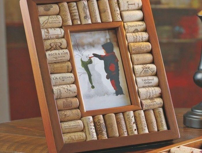 fabriquer un cadre photo 60 id es pour un objet valeur sentimentale pinterest bouchons. Black Bedroom Furniture Sets. Home Design Ideas