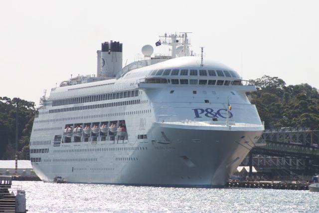 Gespot 20 november 2015 op de 2e ligplaats voor cruiseschepen in Sydney vlakbij Darling harbour  http://koopvaardij.blogspot.nl/2015/11/gespot_20.html