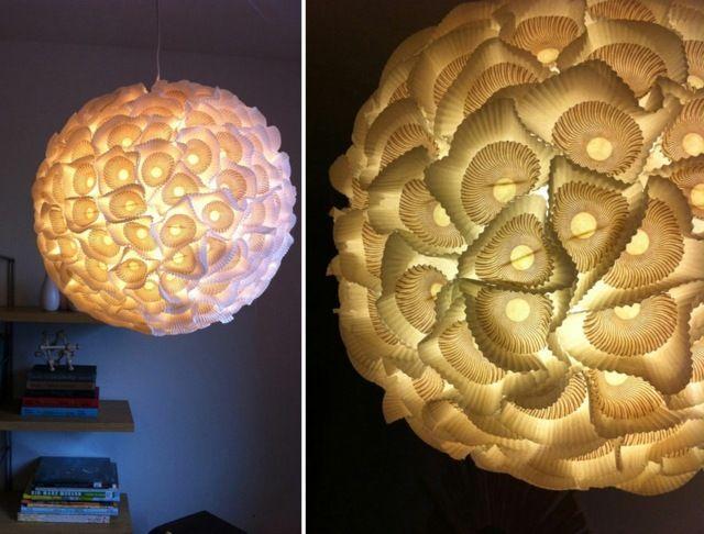 eine h bsche lampe aus papier lampenschirme falten pinterest lampen h bsch und papier. Black Bedroom Furniture Sets. Home Design Ideas