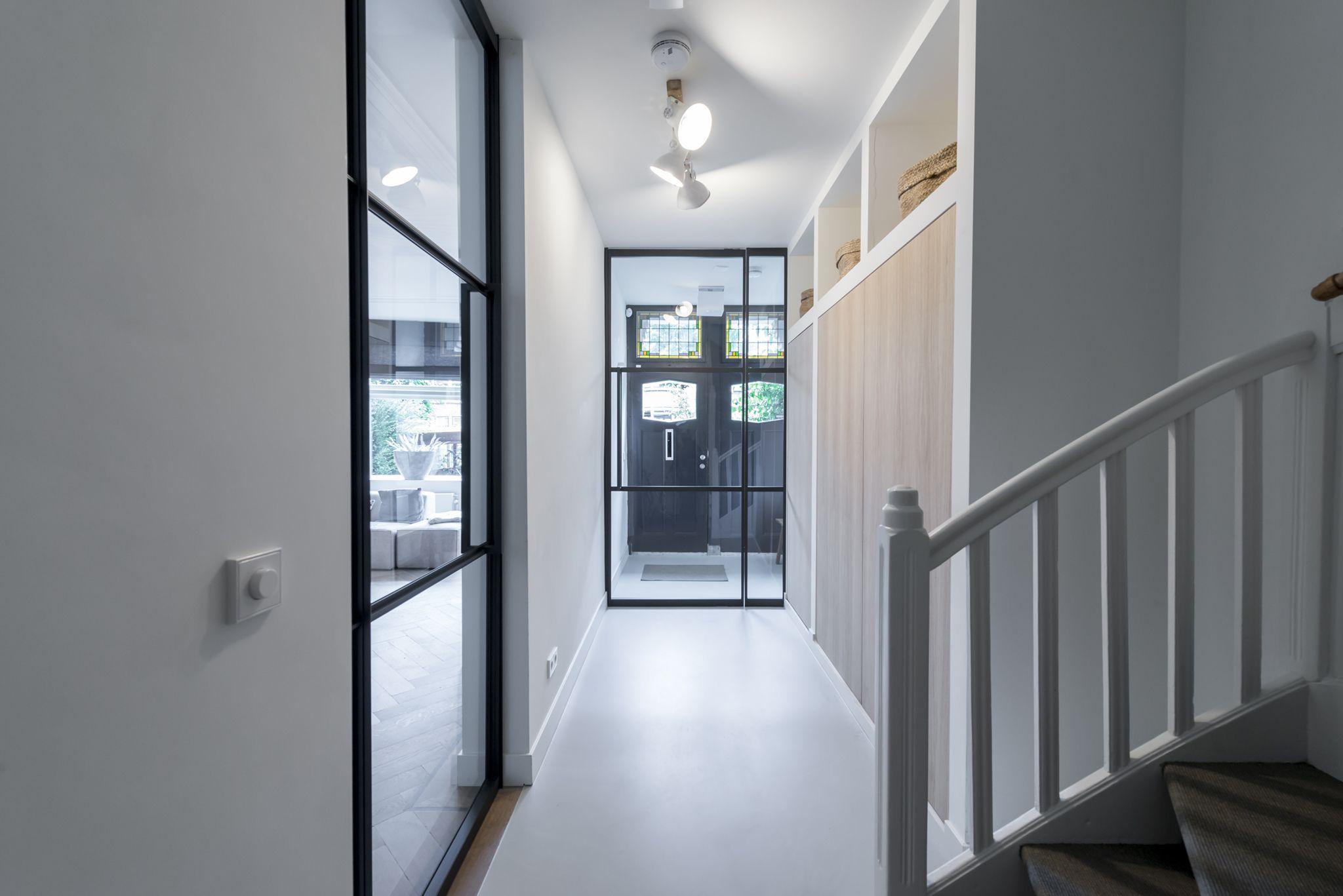 Deze woning is voorzien van een pendeldeur in heuse gewoongers