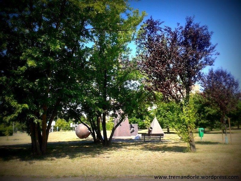 Cosa si nasconde dietro questi alberi modenesi?