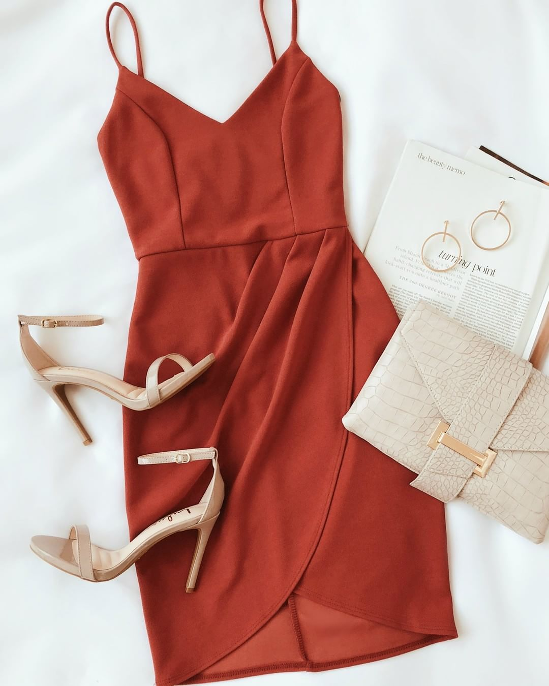Rust Colored Dress Would Wear This With A Moto Jacket For Fall Lovelulus Shop Link In Bio Vestiti Colorati Vestiti Stili Di Abbigliamento