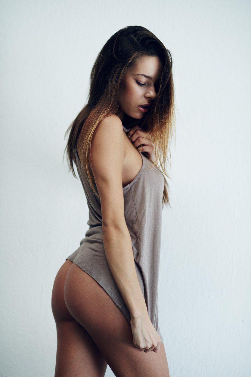 Khloe kardashian goes naked during impromptu naked shoot