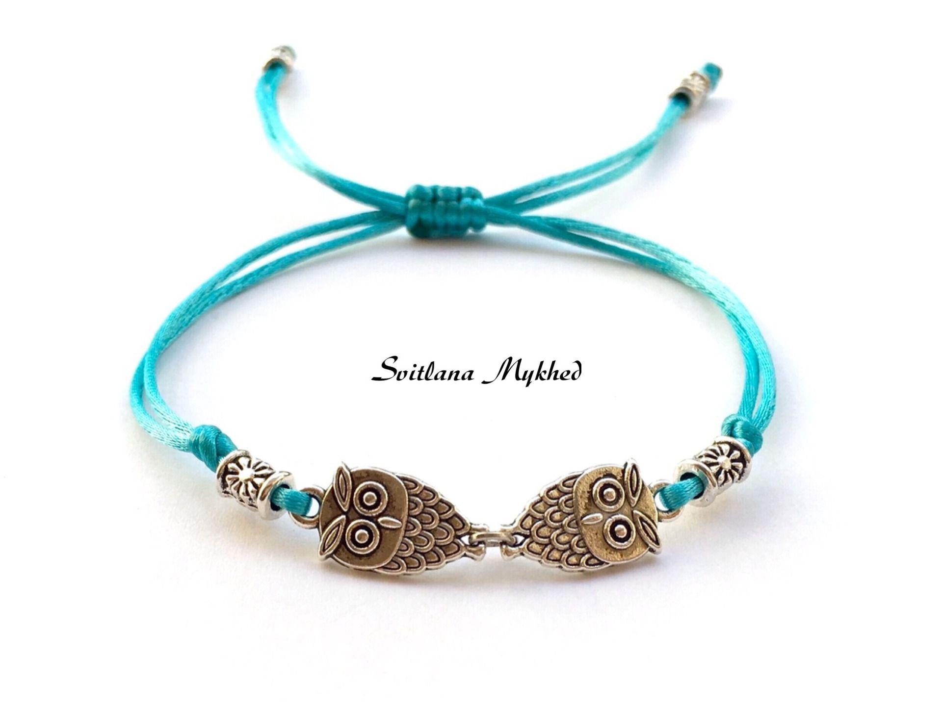 """Bracelet """"Couple de Hiboux. Chouettes"""". Perles tibétaines. Cordon satin bleu : Bracelet par perles-et-couronnes"""