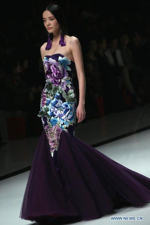 A model presents a creation by Chinese designer Zhang Zhifeng during the opening show of China Fashion Week Spring/Summer 2013 in Beijing, capital of China, Oct. 25, 2012.